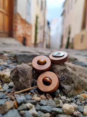 Brože dřevo kámen