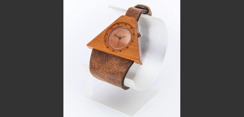 Dřevěné hodinky Lucerna Třešňové - V.Č.: 00121