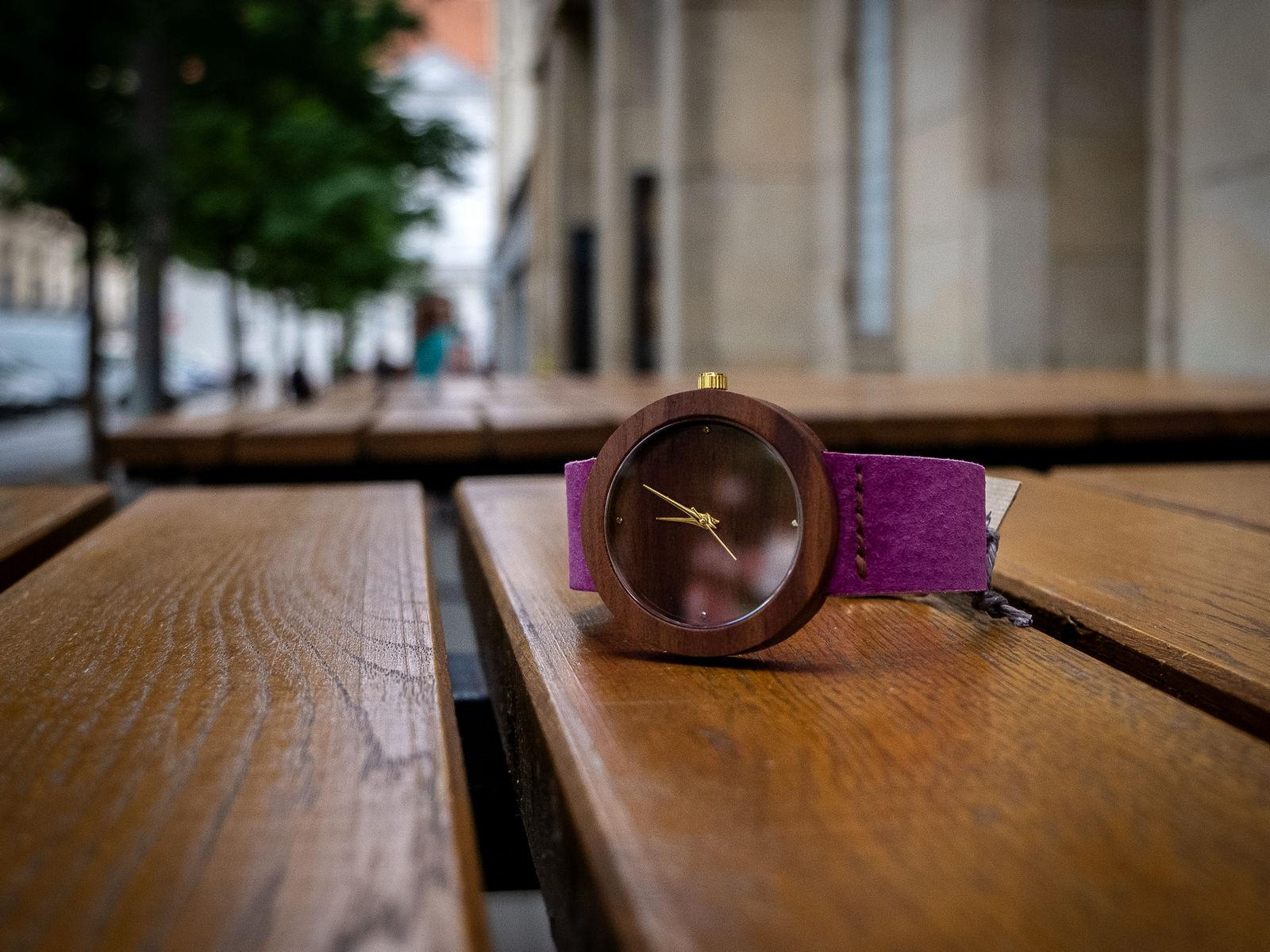 """Dřevěné hodinky, model """"Alfa"""". Vyrobeno ze švestky."""