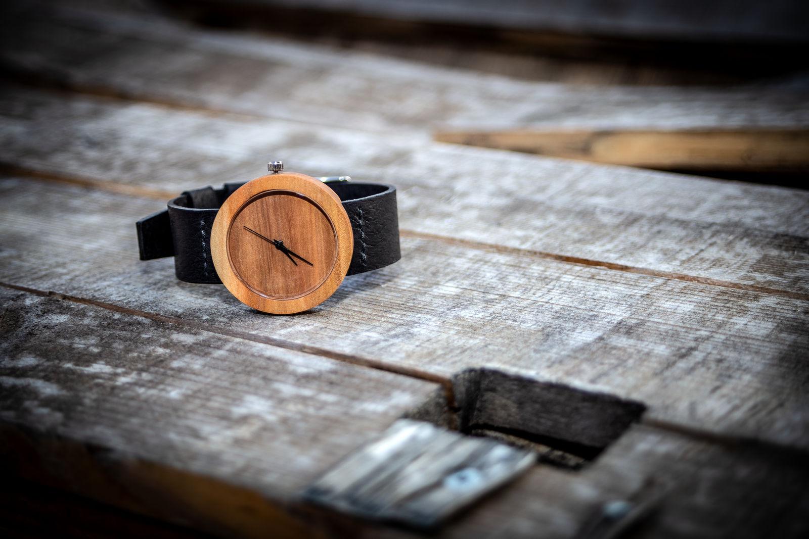 """Dřevěné hodinky, model """"Alfa"""". Vyrobeno z hrušky."""