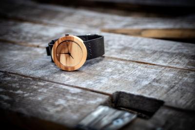 """Dřevěné hodinky, model """"Alfa"""". Vyrobeno z jabloně."""