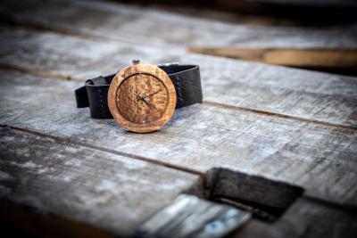 """Dřevěné hodinky, model """"Alfa"""". Vyrobeno z buku."""