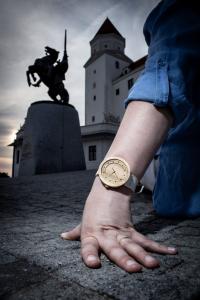 """Dřevěné hodinky, model """"Excelsior"""". Vyrobeno z akátu."""