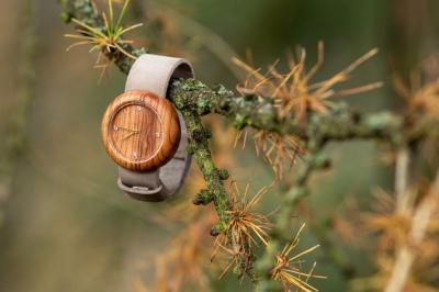 """Dřevěné hodinky, model """"Jas"""". Vyrobeno z třešeně."""