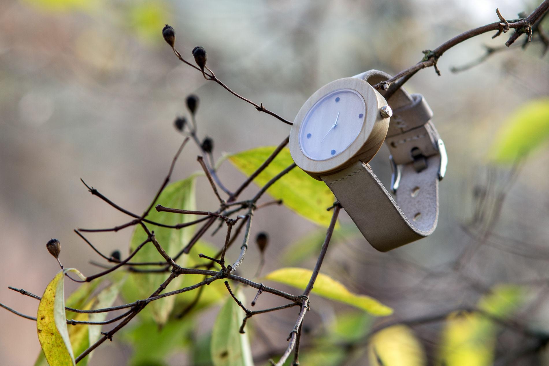 """Dřevěné hodinky, model """"Jalta"""". Vyrobeno z túje."""