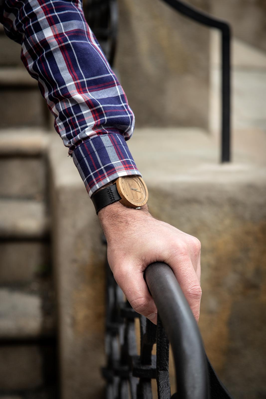 """Dřevěné hodinky, model """"Excelsior"""". Vyrobeno z ořechu."""