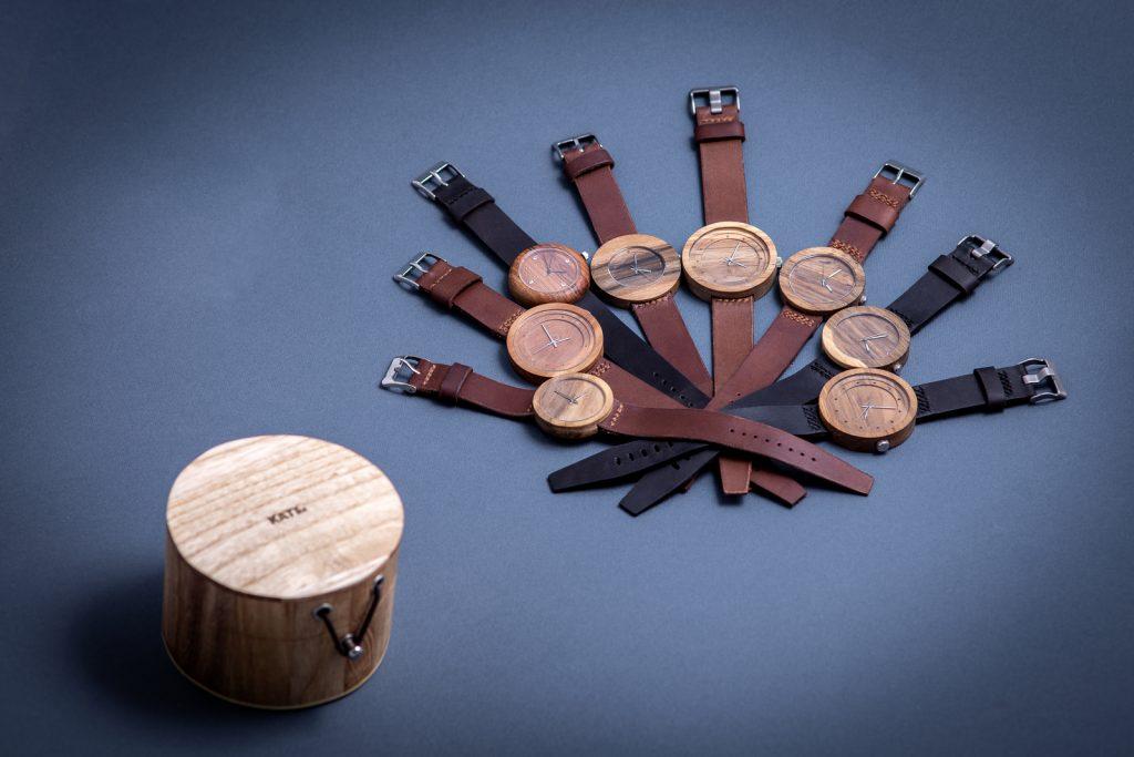 """Dřevěné hodinky, modely """"Excelsior, Jas, Jalta, Alfa,"""". Vyrobeno z hrušky, třešně, ořechu."""