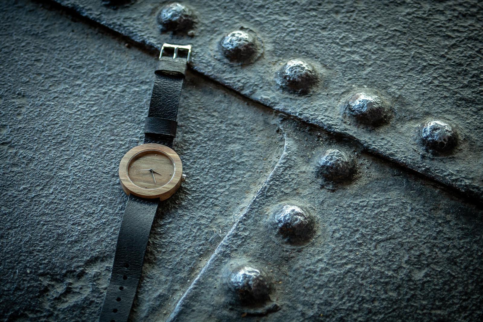 """Dřevěné hodinky, model """"Alfa"""". Vyrobeno z ořechu."""