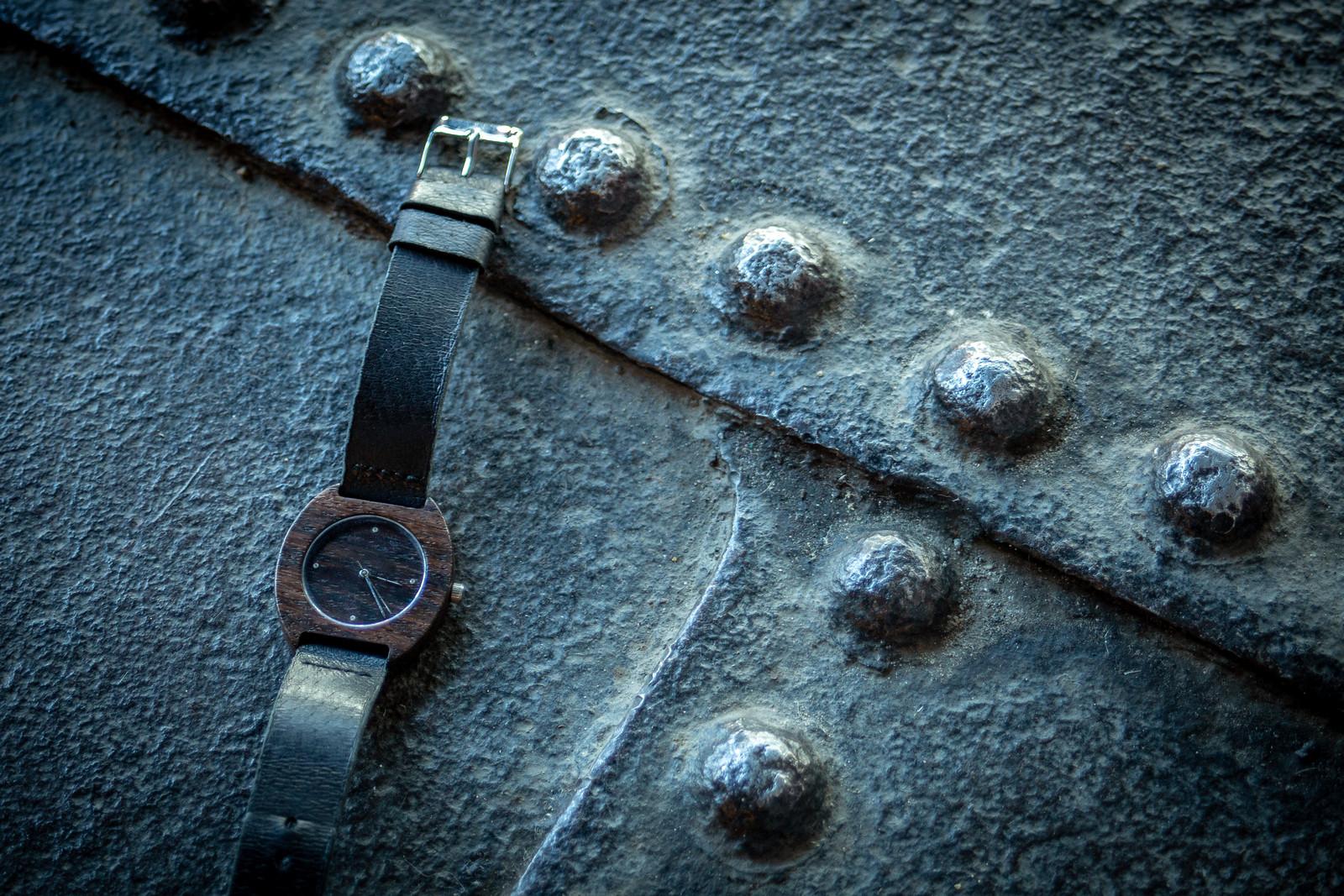 """Dřevěné hodinky, model """"Avia""""."""
