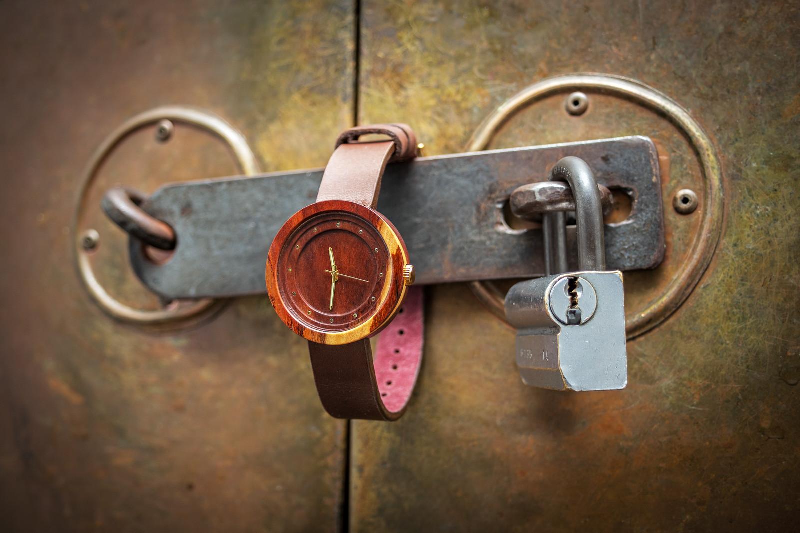 """Dřevěné hodinky, model """"Excelsior"""". Vyrobeno ze švestky."""