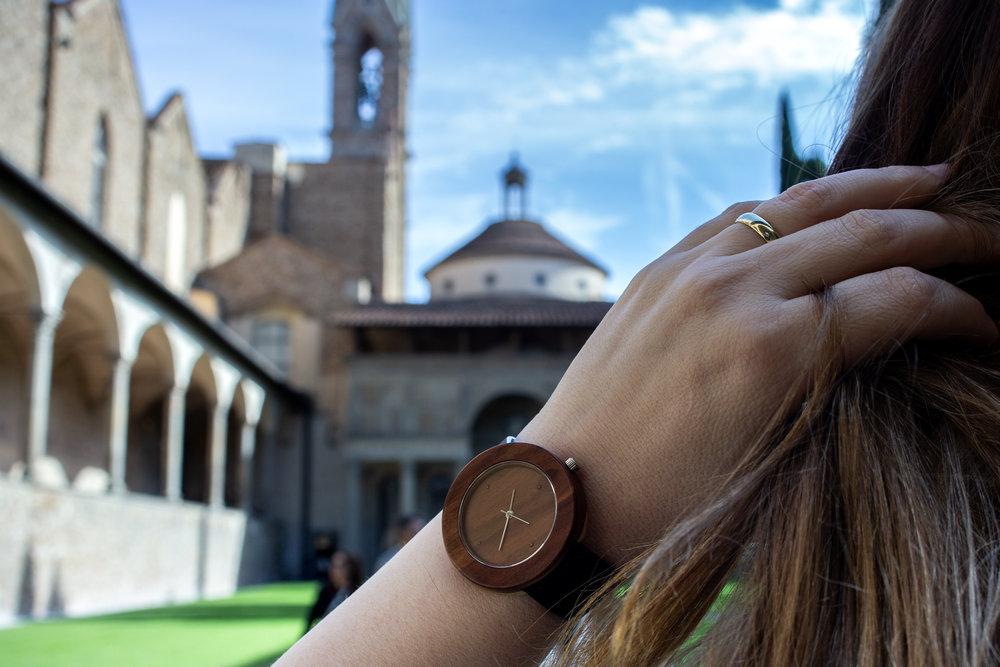 """Dřevěné hodinky, model """"Jalta"""". Vyrobeno ze švestky."""
