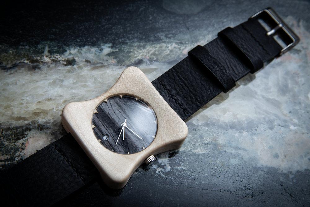 """Dřevěné hodinky, model """"Edison"""". Vyrobeno z habru."""