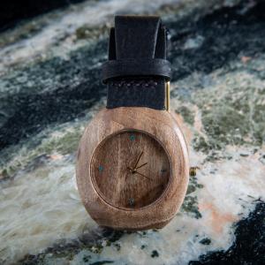 """Dřevěné hodinky, model """"Club"""". Vyrobeno z ořechu."""