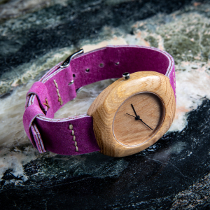 "Dřevěné hodinky, model ""Club"". Vyrobeno z akátu."