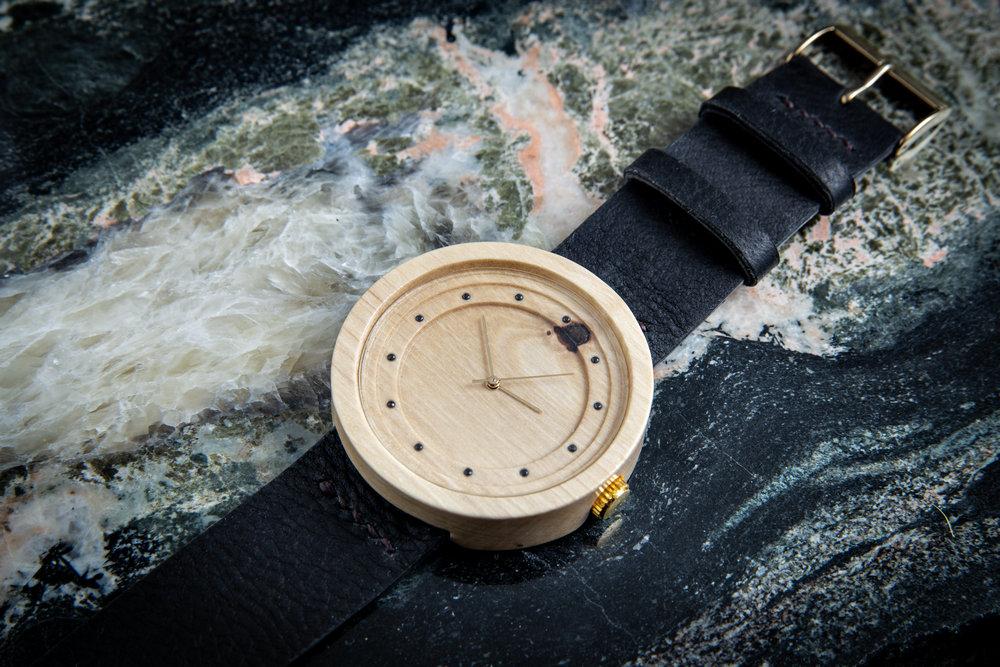 """Dřevěné hodinky, model """"Excelsior"""". Vyrobeno z habru."""