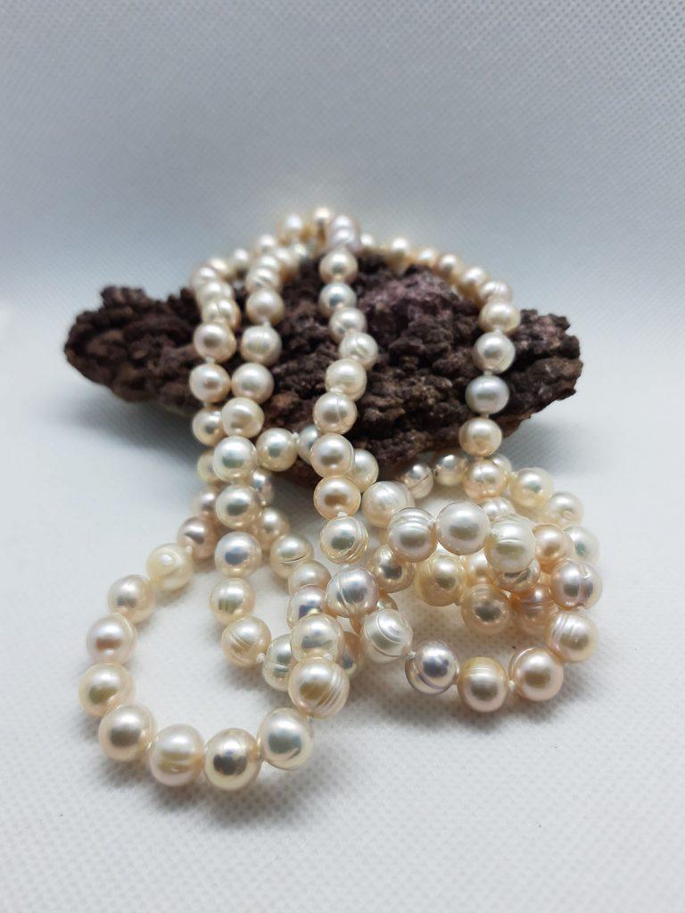 Perlový uzlovaný náhrdelník