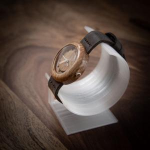 """Dřevěné hodinky, model """"Jas"""", Vyrobeno z ořechu."""