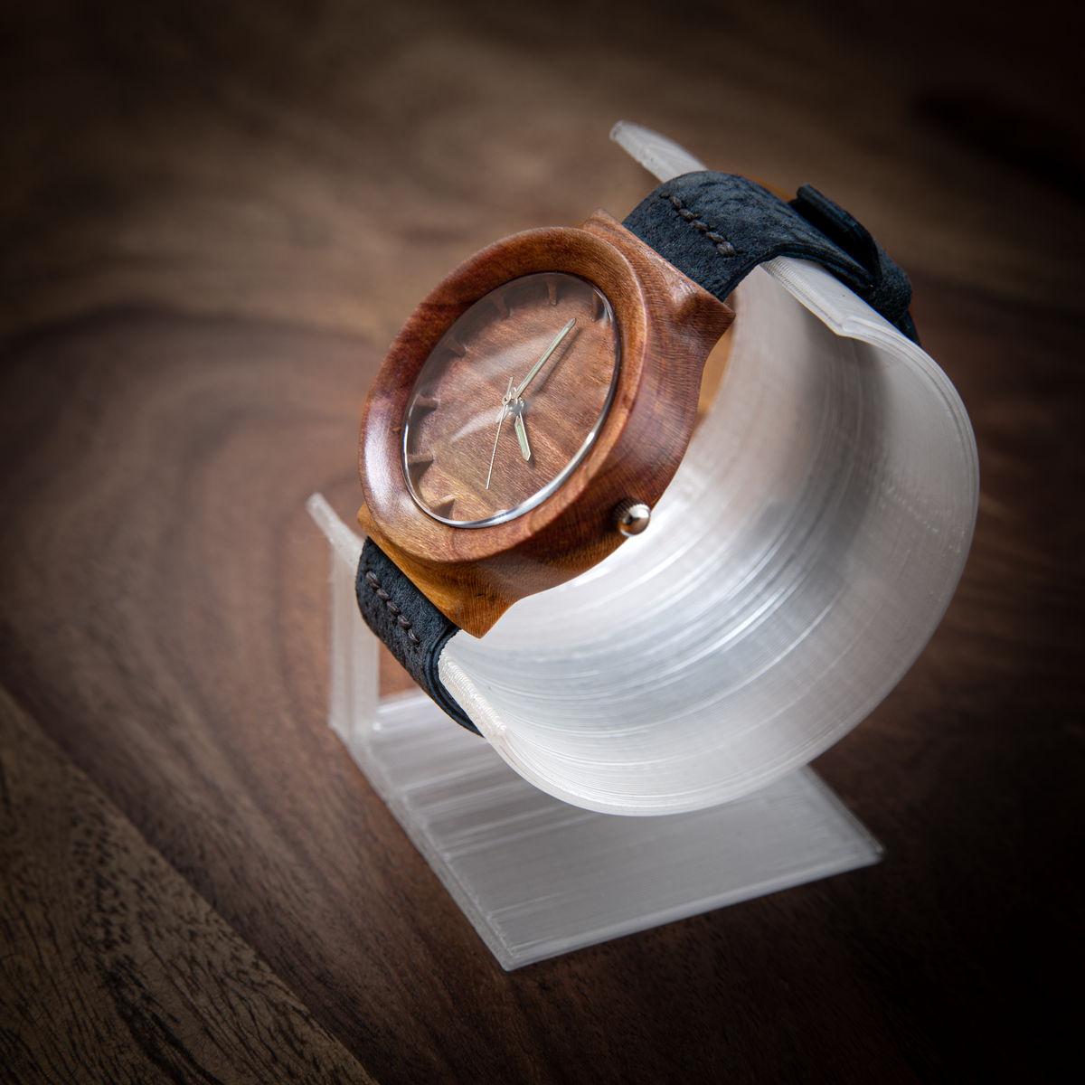 """Dřevěné hodinky, model """"Scala"""". Vyrobeno z blumy."""